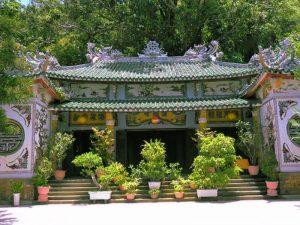 Cảnh trí chùa Linh Ứng Non Nước