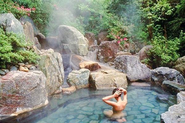 Tắm tiên ở Núi Thần Tài