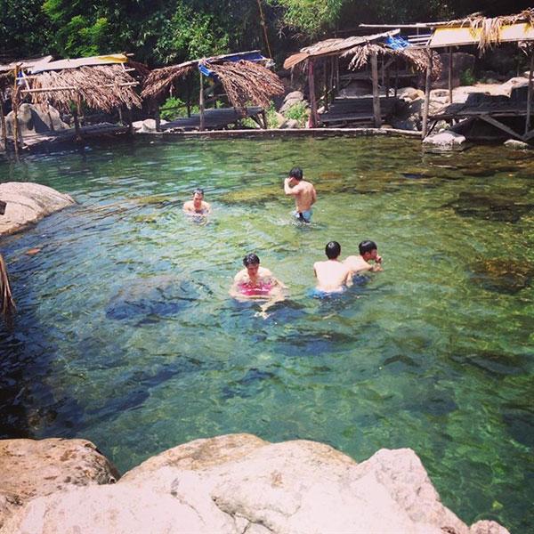 tắm suối - Suối Lương