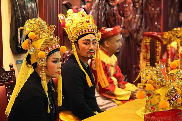 Nhà hát Tuồng Nguyễn Hiển Dĩnh.