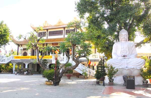 nhung-ngoi-chua-linh-thieng-tai-da-nang8