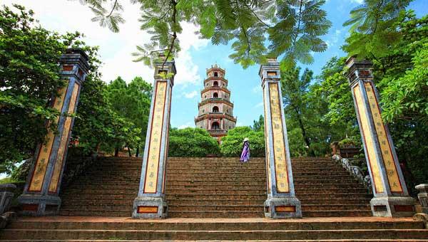 khong-mac-ho-hang-khi-tham-quan-di-tich-hue-2